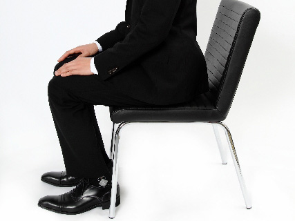 椅子に座るように促されたら「失礼いたします」