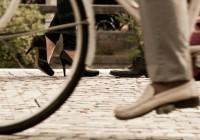 自転車通勤に便利なカバンや「スーツに似合うグッズ」など20選